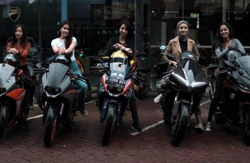 Lady biker KOCI (IN)
