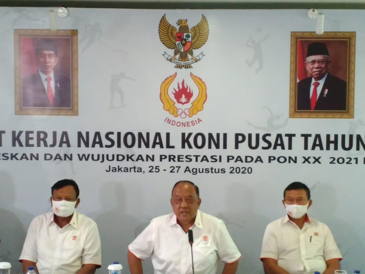 Ketua Umum Komite Olahraga Nasional Indonesia (KONI) Pusat, Marciano Norman (tengah), memberikan keterangan wartawan penutupan Rapat Kerja Nasional (Rakernas) KONI 2020. (dk)