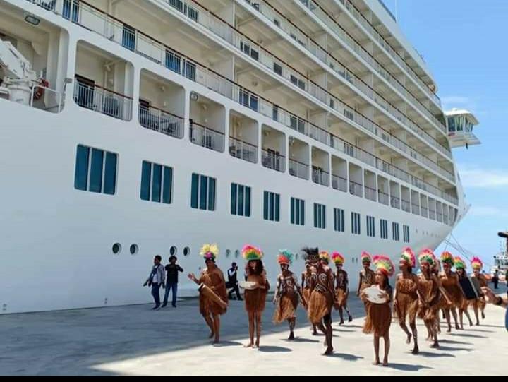 Kapal Cruise MV The World memiliki 165 apartemen singgah di Biak (ist)